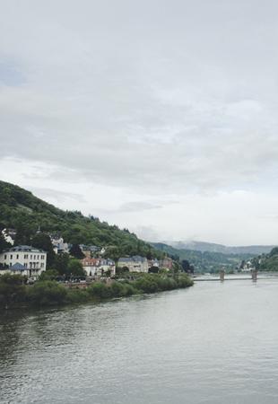 Pierwsze postawione nakostce brukowej kroki, krótka wymiana spojrzeń wstarej kolejce linowej, oddech pełną piersią wysoko ponad panoramą miasta, dźwięki migawki tłumione westchnieniami rozentuzjazmowanych turystów odwiedzających Königstuhl. Wystarczyło kilka godzin spędzonych wHeidelbergu, abyśmy zgodnie zPook'iem stwierdzili, żeodnaleźliśmy wNiemczech […]